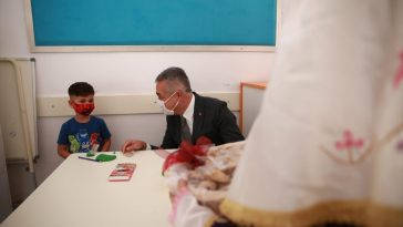 AK Parti Aydın Milletvekili Mustafa Savaş, öğrencilere incir ikram etti ak parti millet vekili mustafa savas ogrencilere incir ikram etti 1