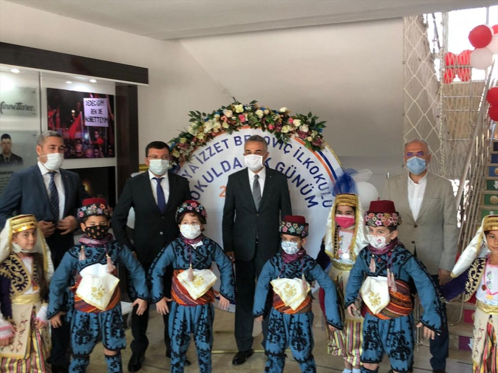 AK Parti Aydın Milletvekili Mustafa Savaş, öğrencilere incir ikram etti ak parti millet vekili mustafa savas ogrencilere incir ikram etti 3