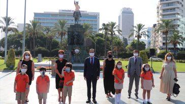 İzmir'de yeni eğitim öğretim yılının başlaması dolayısıyla tören düzenlendi izmir de egitiim ogretim basladi 2