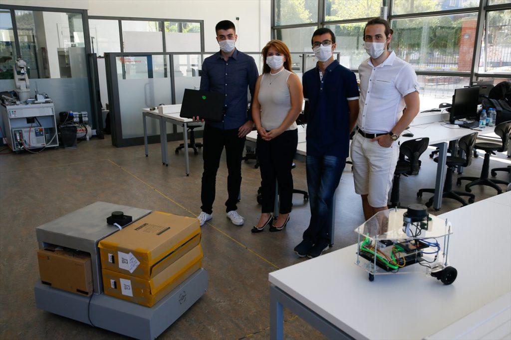 İEÜ'de kendi rotasını belirleyen otonom robot geliştirildi izmir ekonomi universitesi robot tasarimi