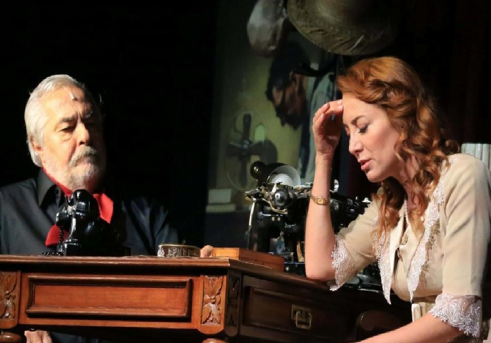 """Efeler'de tiyatro şöleni """"Güneyli Bayan"""" ile sona erdi efelerde tiyatro soleni guneyli bayan ile sona erdi H9HgmUOK"""