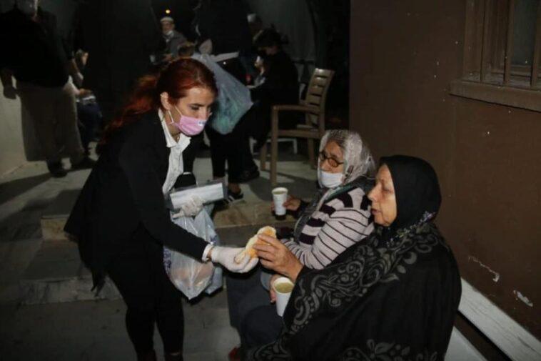 Evlerine giremeyen vatandaşların yardımına Büyükşehir koştu evlerine giremeyen vatandaslarin yardimina buyuksehir kostu EkwzpS5j