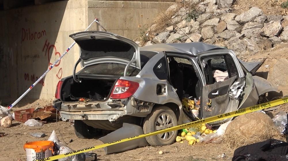 Otomobil köprüden düştü, sürücüsü sıkışarak can verdi otomobil kopruden dustu surucusu sikisarak can verdi 2 14EGdE5L