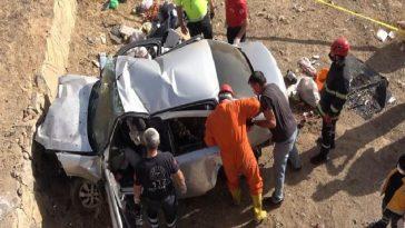 Otomobil köprüden düştü, sürücüsü sıkışarak can verdi otomobil kopruden dustu surucusu sikisarak can verdi I1Xm3FyY