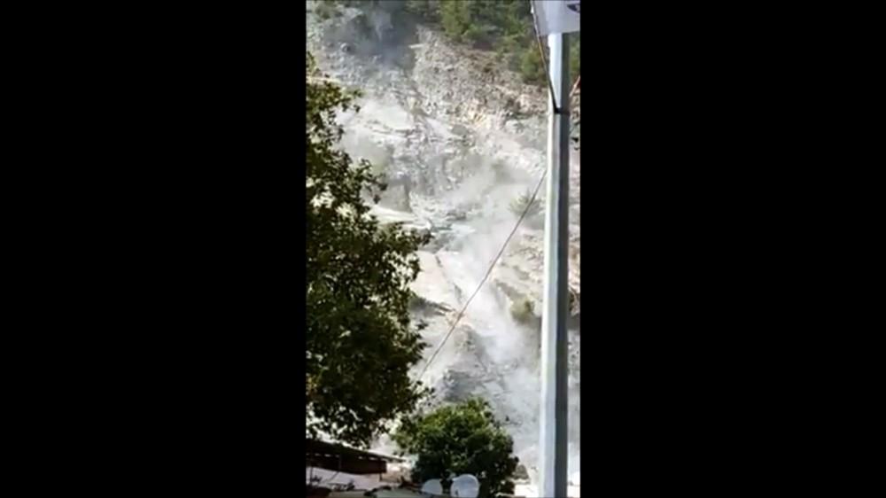 Söke'de deprem sırasında taş ocağından kopan kaya parçaları korkuttu sokede deprem sirasinda tas ocagindan kopan kaya parcalari korkuttu 1 rV9DluUA