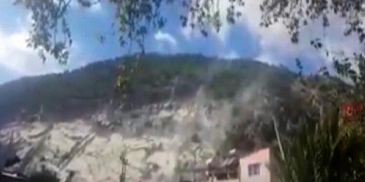 Aydın Haberleri, Son Dakika Gelişmeler, Şehir ve Firma Rehberi. sokede deprem sirasinda tas ocagindan kopan kaya parcalari korkuttu BbXnTzYI