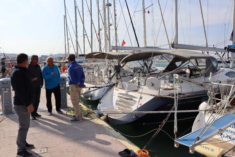 Tsunamiden zarar gören tekne ve yatlar Kuşadası'na getirildi tsunamiden zarar goren tekne ve yatlar kusadasina getirildi 1 1YXD1kgE