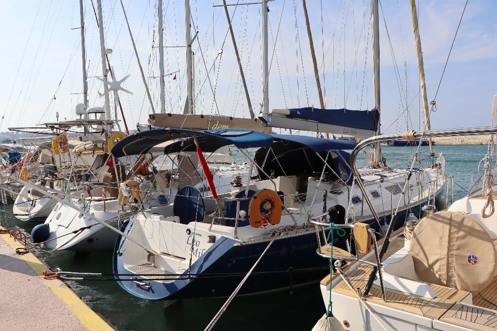 Tsunamiden zarar gören tekne ve yatlar Kuşadası'na getirildi tsunamiden zarar goren tekne ve yatlar kusadasina getirildi 2 pwSeSwdi