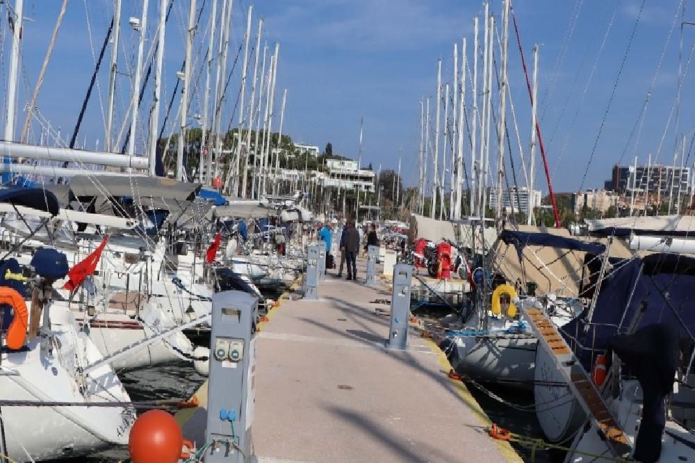Tsunamiden zarar gören tekne ve yatlar Kuşadası'na getirildi tsunamiden zarar goren tekne ve yatlar kusadasina getirildi nDehY6va