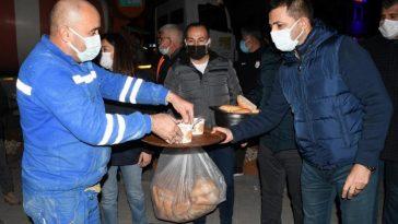 Başkan Günel, gece mesaisi yapan personele sıcak çorba ikram etti baskan gunel gece mesaisi yapan personele sicak corba ikram etti ViUhL3jt